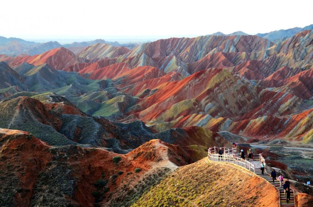 کوه های رنگین کمانی ژانگیا دانچیا، چین