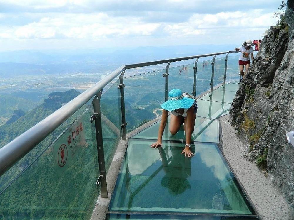 شیشه ی دنباله دار ترس در ارتفاع 1430 متری، چین