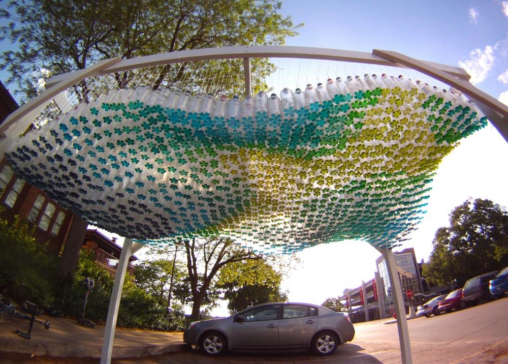 پارکینگی که از 1500 بطری پلاستیکی ساخته شده است
