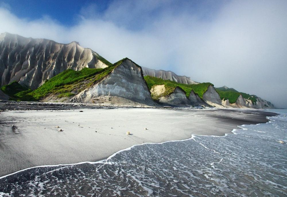 صخره های سفید جزیره ی ایتوروپ ،روسیه
