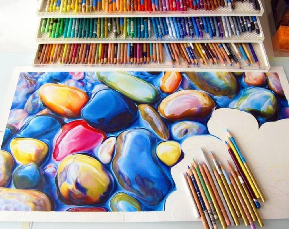 طرحی زیباکه با استفاده از مداد رنگی ساخته شده است