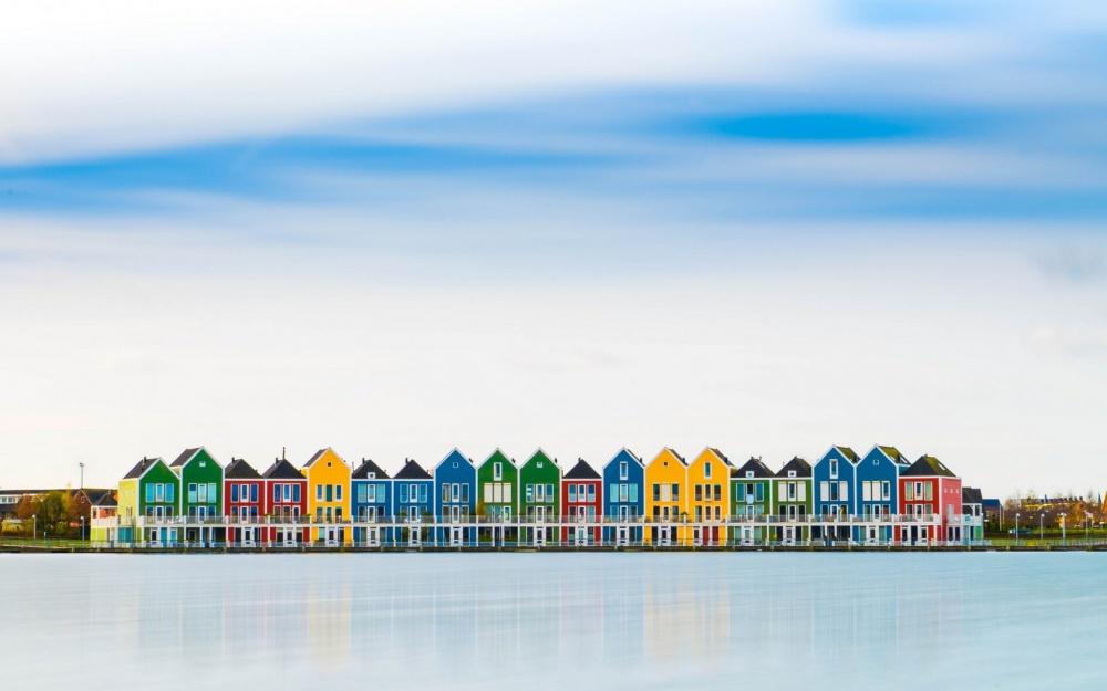 خانه های رنگارنگ در شهر هوتن