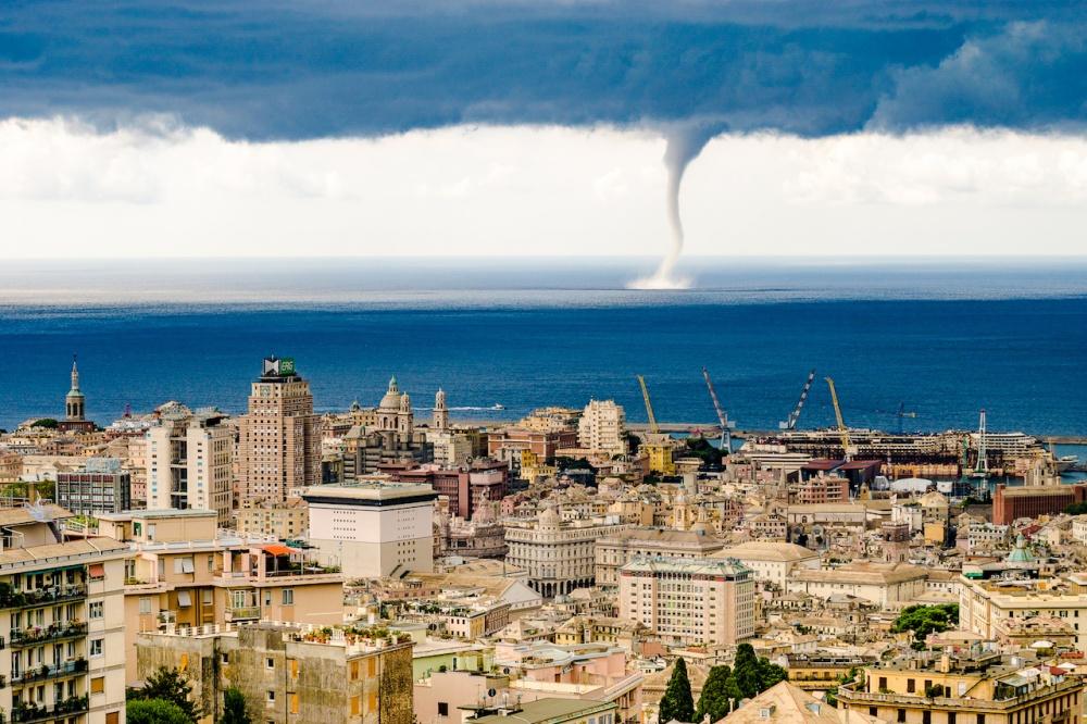 یک طوفان در جنوا،ایتالیا