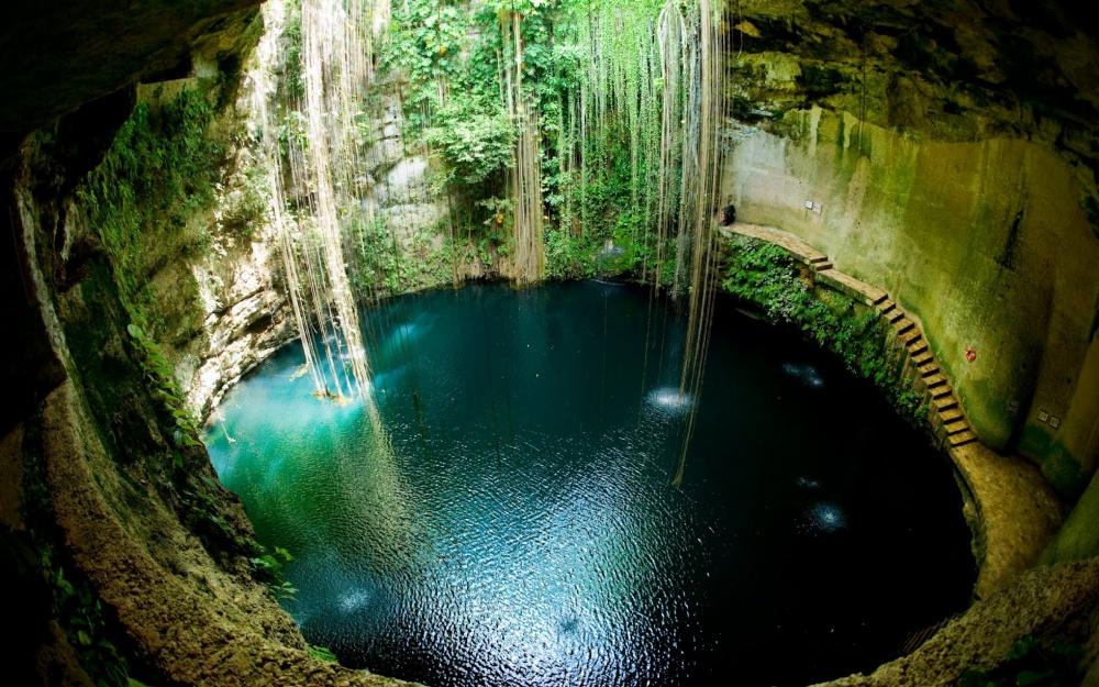 مخزن طبيعيآب ایک کیل شبه، جزیره یوکاتان، مکزیک.