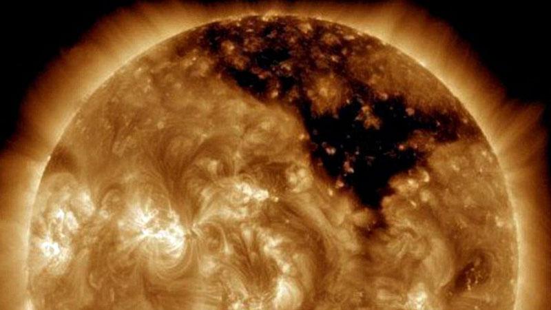 کشف یک حفره غولپیکر در سطح خورشید