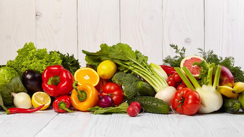 خوردن میوه و سبزیجات زندگی شما را شادتر میکند