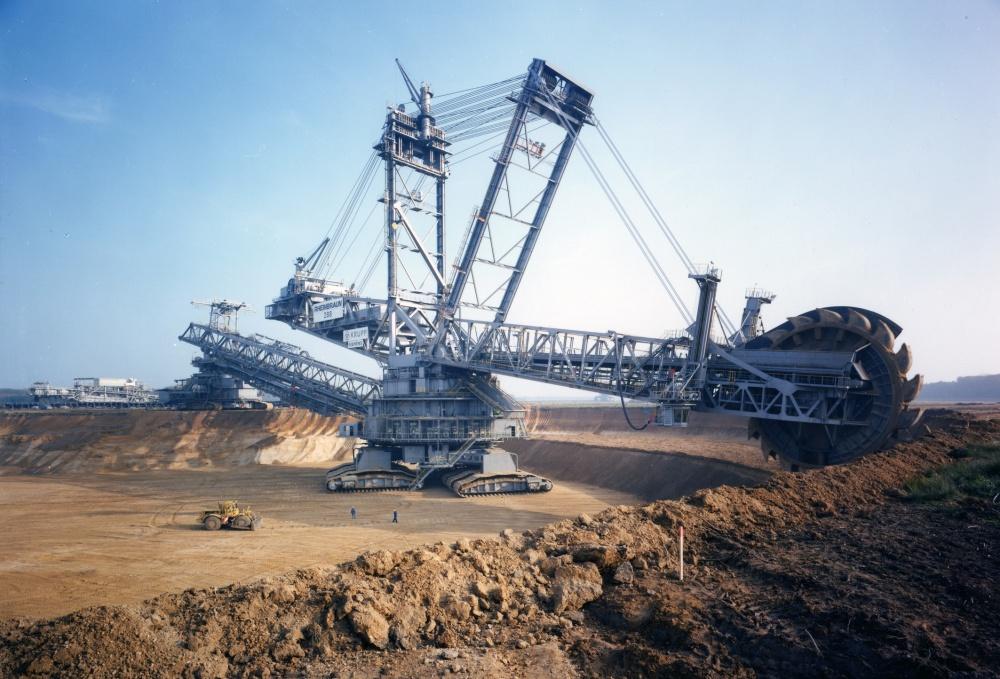 بگر 288  بزرگترین دستگاه حفاری دنیا