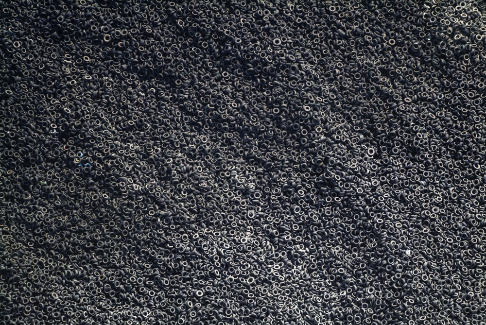 کوهی از تایرهای استفاده شده