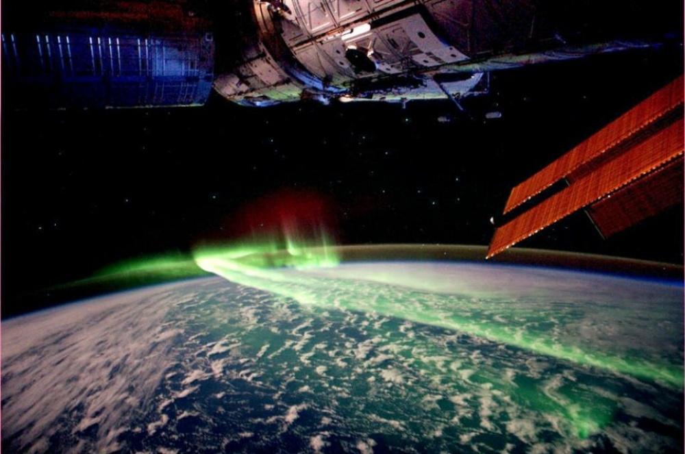 شفق قطبی، از فضا