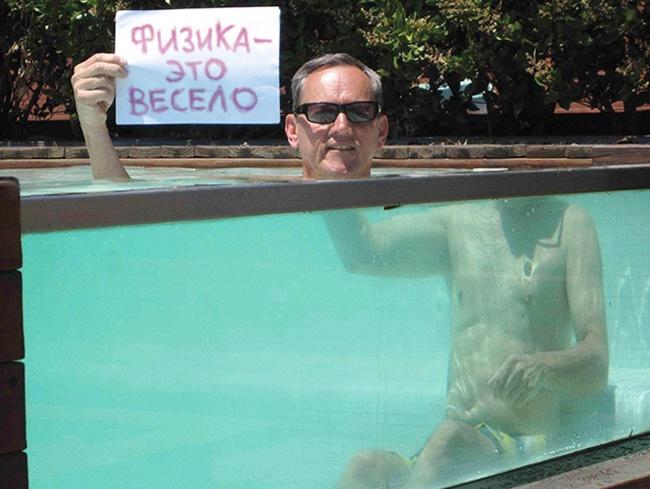 شناگر بدون سر