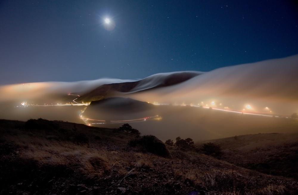 مه شبگاهی در سوسالیتو در ایالت کالیفرنیای آمریکا.