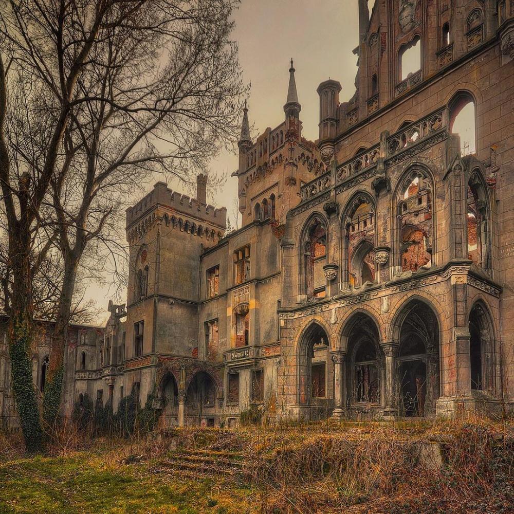یک قلعه مخروبه در شهر کوپیک کشور لهستان