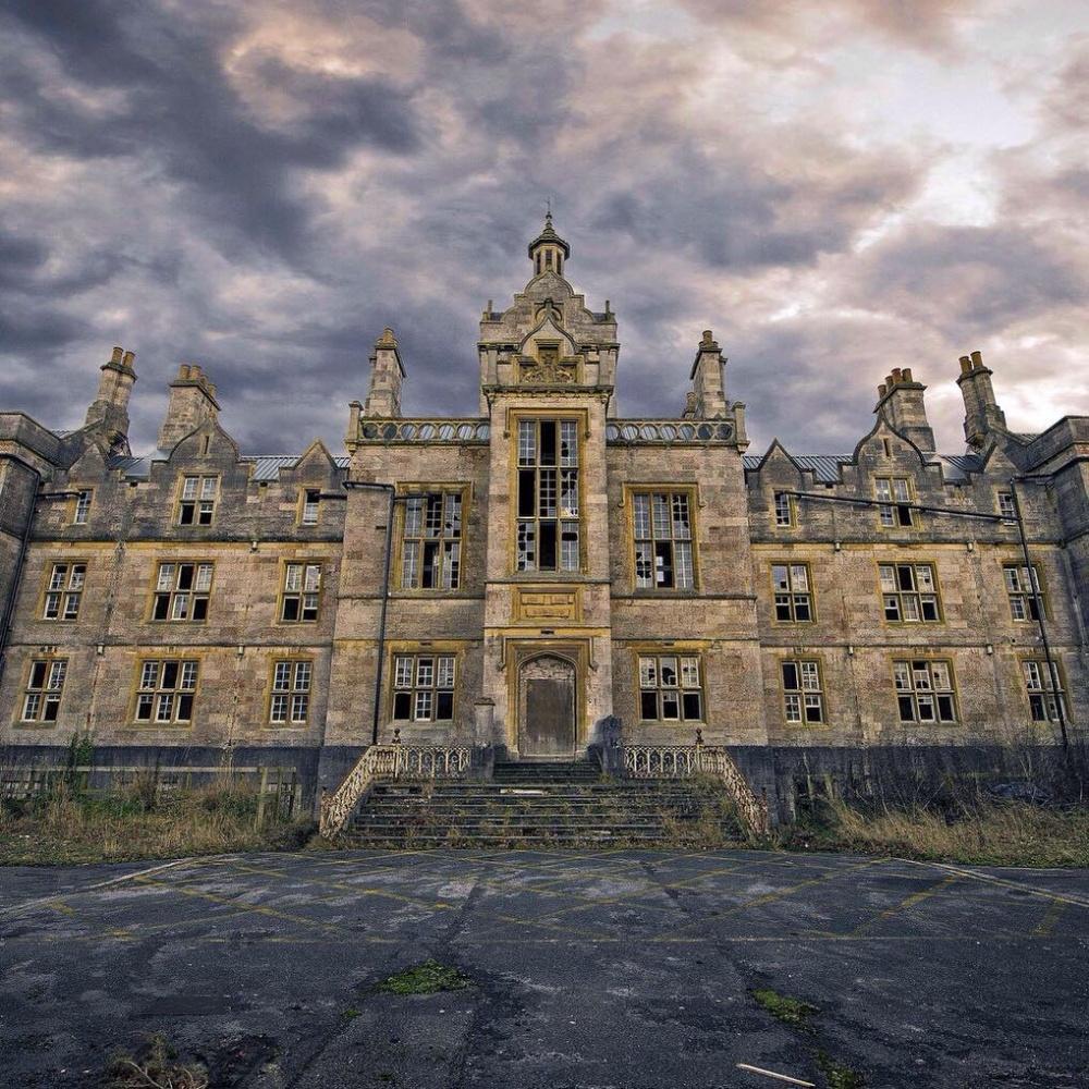 یک قلعه متروکه
