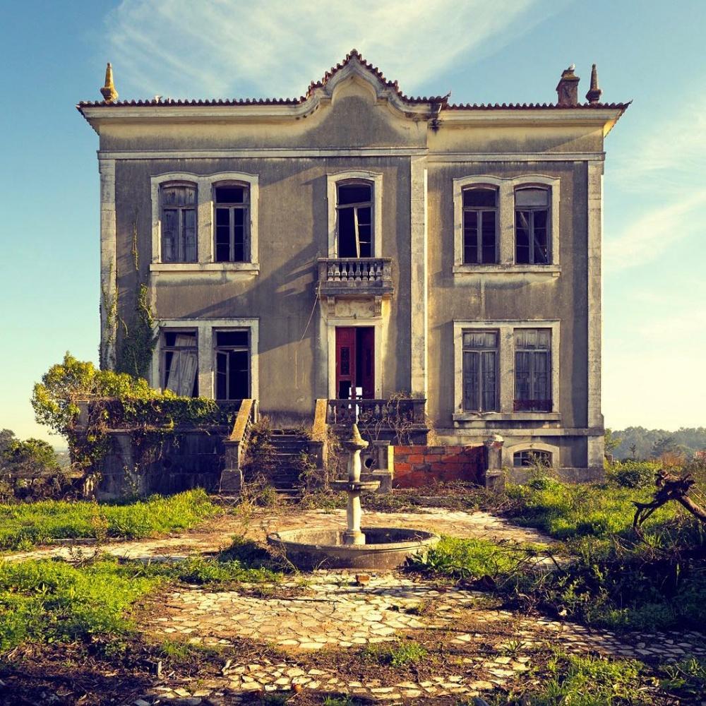 یک خانه روستایی متروکه