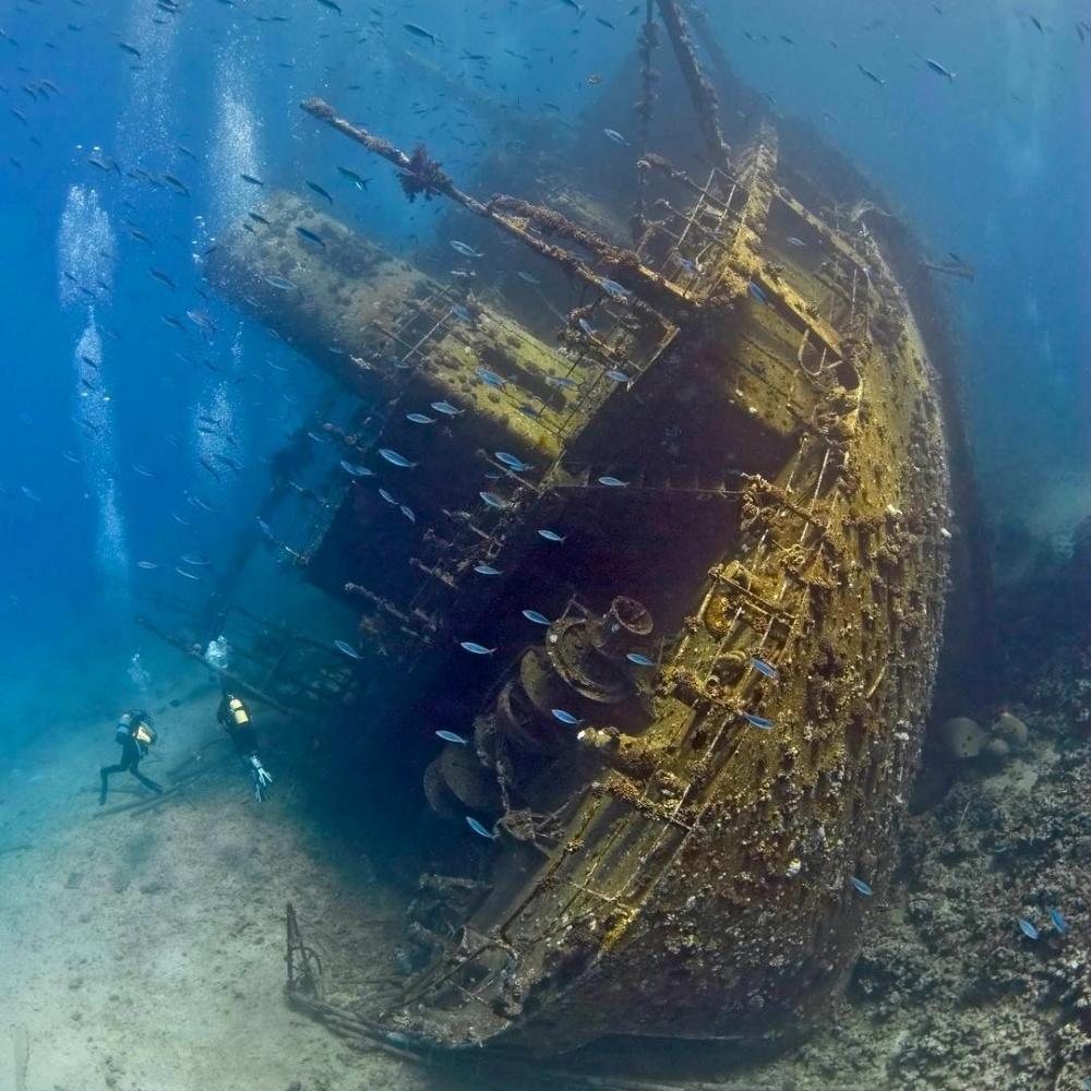 یک کشتی تجاری شکسته در دریای قرمز