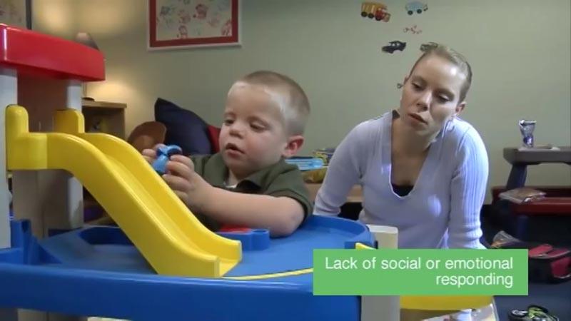 اوتیسم چیست؟ آیا علائم آنرا میدانید؟