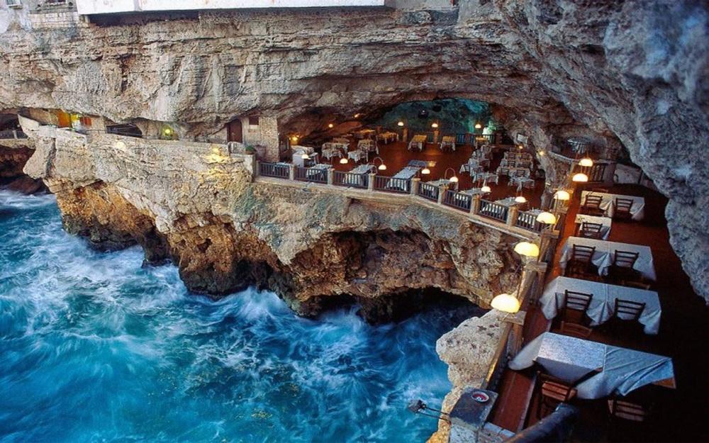 گروتا پالاتزی در باری (Grotta Palazzese)، ایتالیا