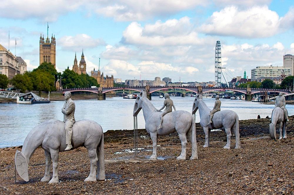اسبسواران در رودخانه تیمز، انگلستان