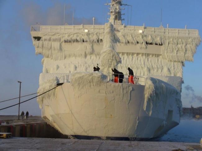 زندگی روی کشتی در فصل زمستان
