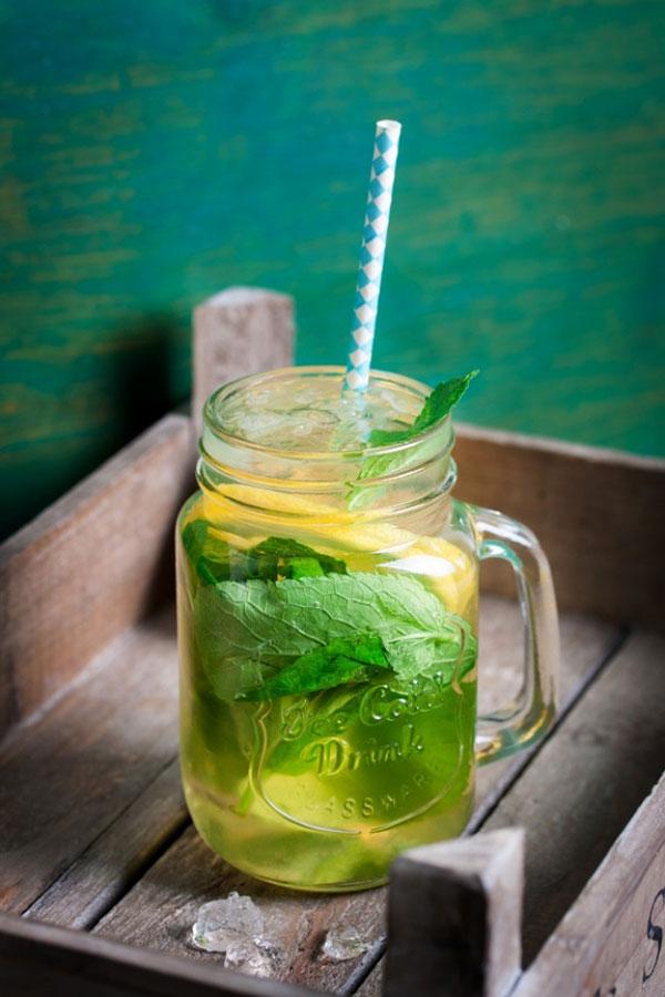 چای سبز همراه با برگ نعناع
