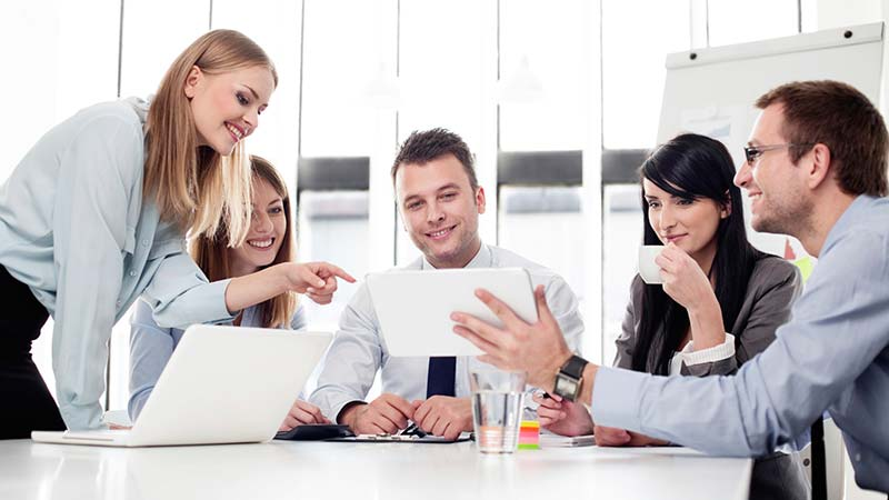 ۱۲ نکتهای که نشان میدهد همکارانتان شما را دوست ندارند