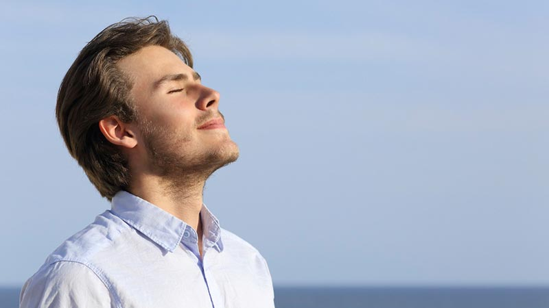 چرا تنفس عمیق به ما آرامش میدهد؟