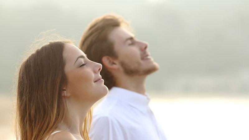 ۹ تکنیک تنفسی موثر برای داشتن یک خواب باکیفیت