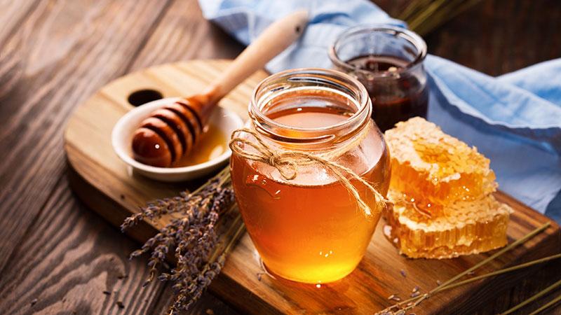 ۶ ویژگی معجزهآسای عسل